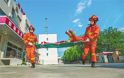 高温下的消防员