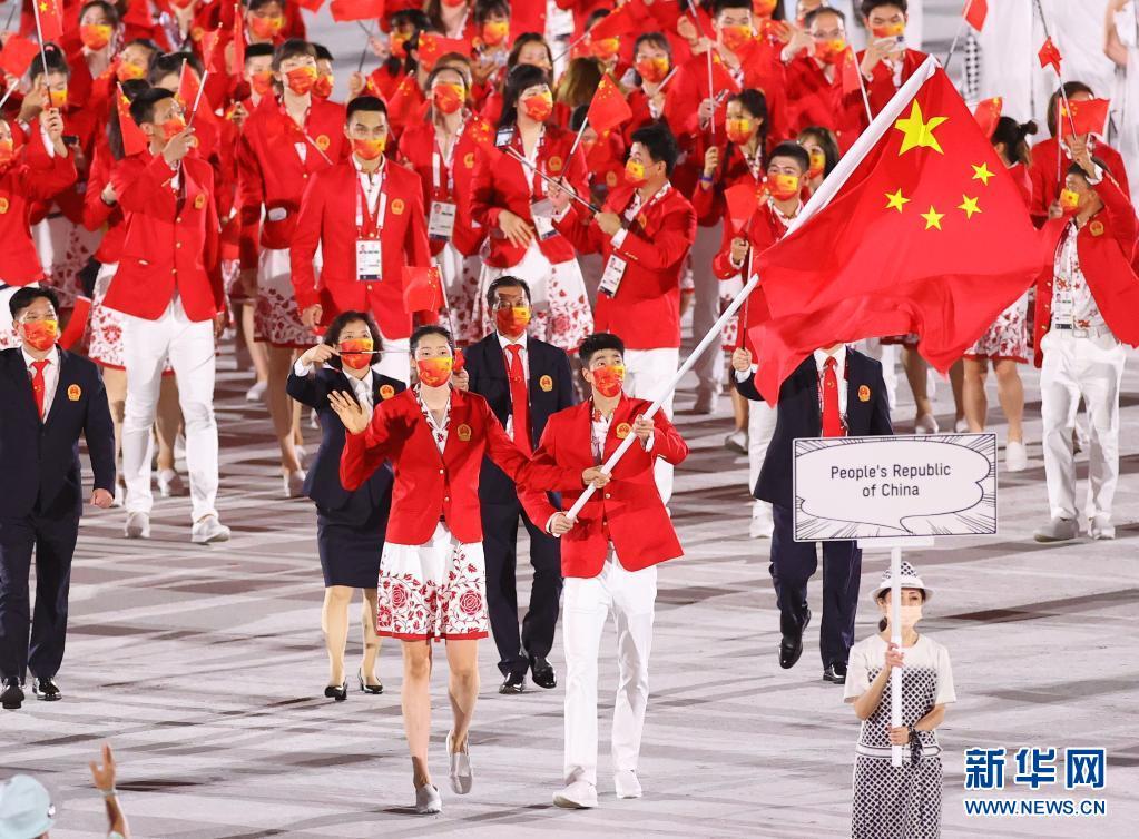 东京奥运会开幕式举行 中国体育代表团入场